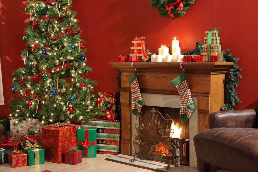 Décoration de Noël traditionnelle dans les tons rouge et vert