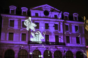 """Fête des Lumières 2012 : """"LES ANOOKIS AGITENT LA GARE SAINT-PAUL"""", gare Saint-PAul"""