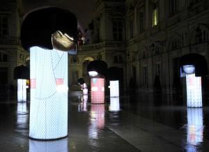 """Fêtes des Lumières 2012 : """"KOKESHI DE SOIE"""", cour de l'Hôtel de Ville"""