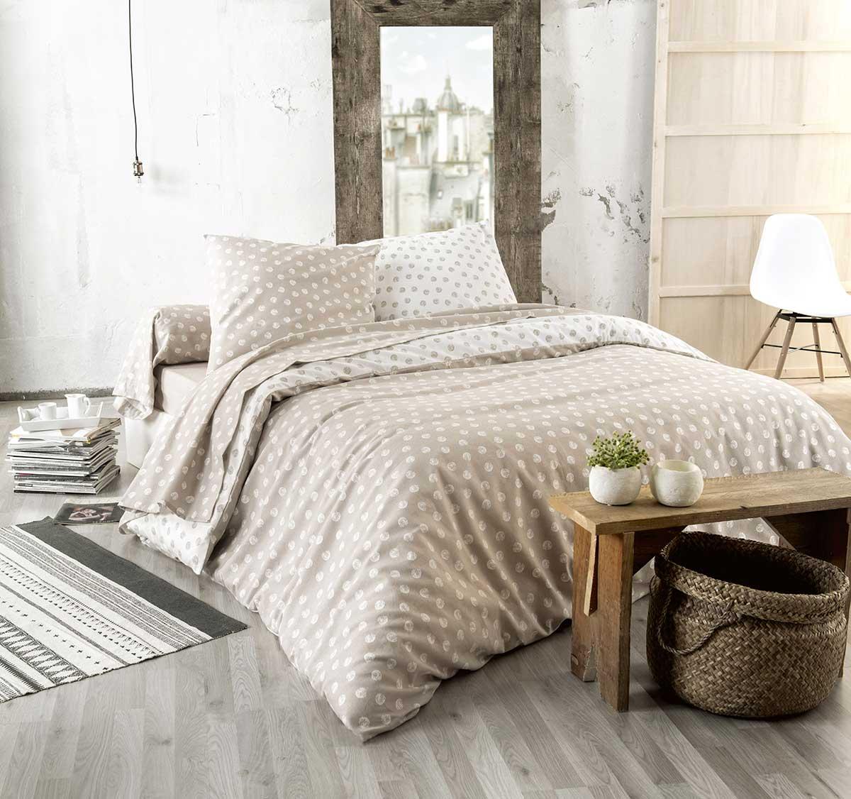 Maison de campagne : parure de lit
