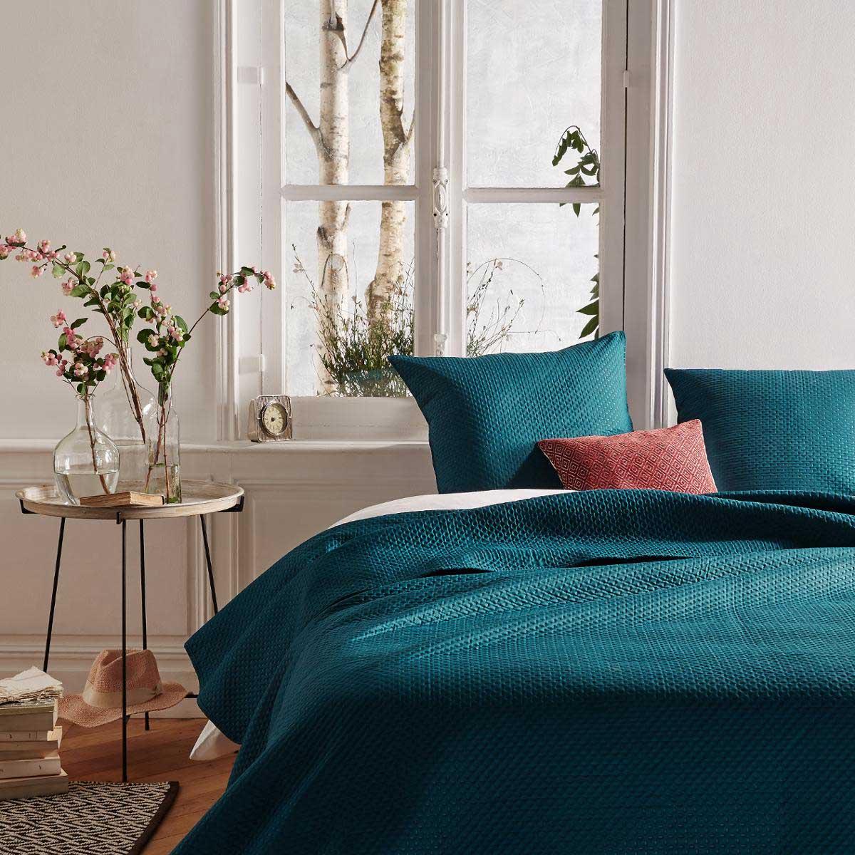 Le bleu en déco : couvre lit