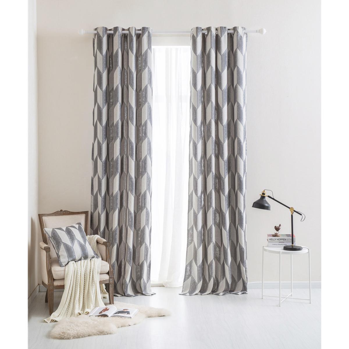 Rideau gris à motifs géométriques